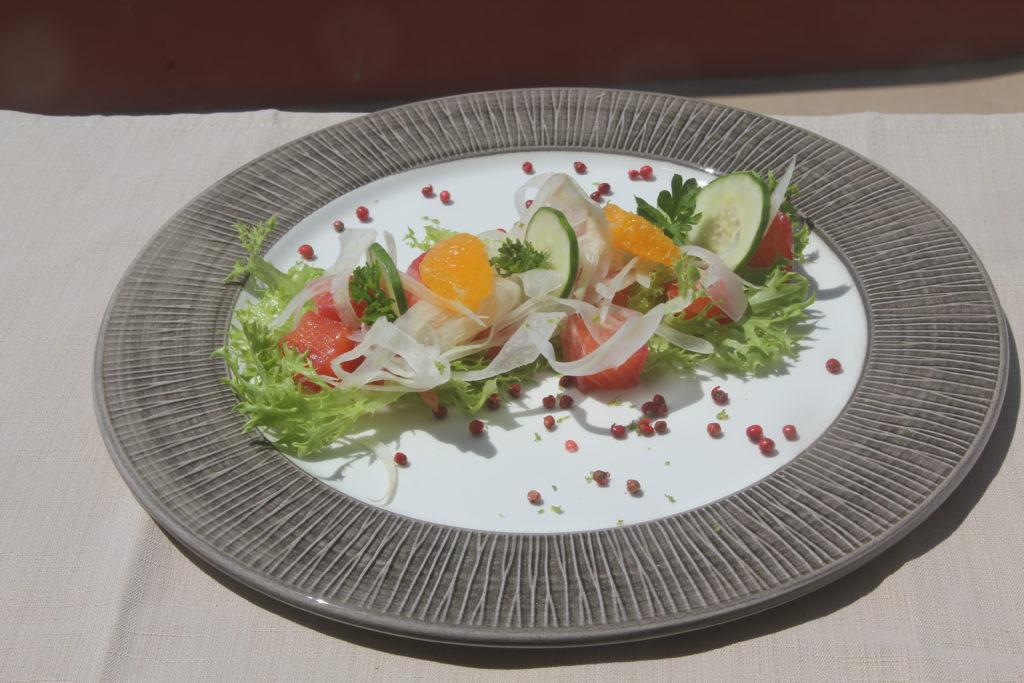 Salmone marinato agli agrumi, pepe rosa e finocchio al ghiaccio